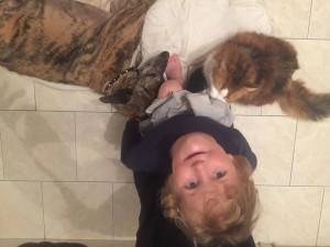 edgard son petit maître et son copain chat